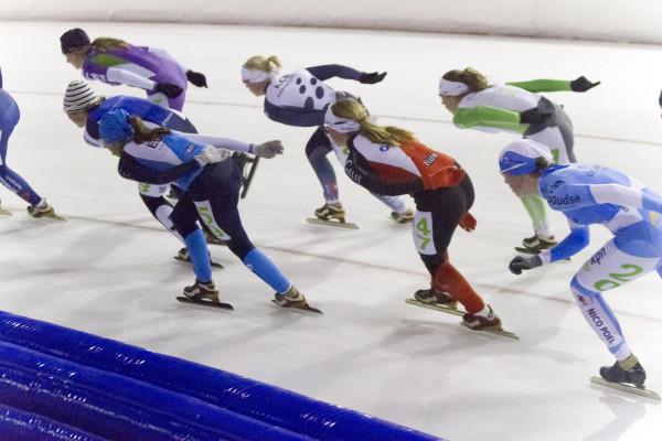 Schaatsers op ijsbaan Dronten