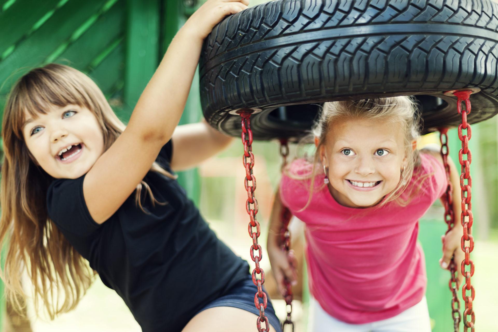 Kinderen in speeltuin